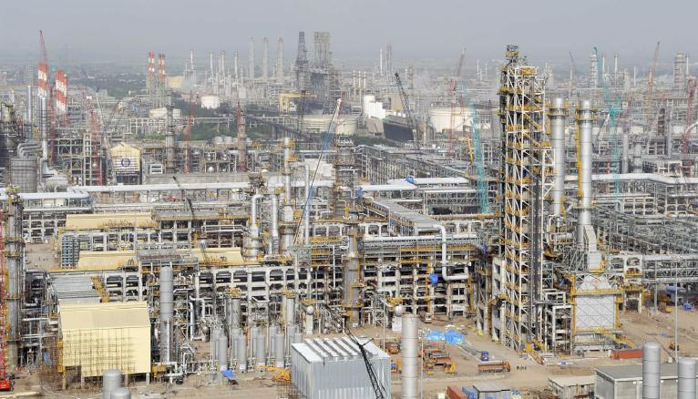Biggest oil refinery in world : Jse top 40 share price